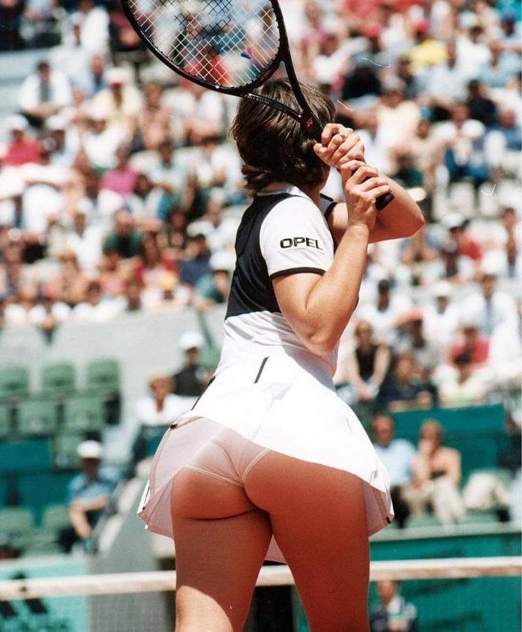 вам спортсменки с большой попой поэтому